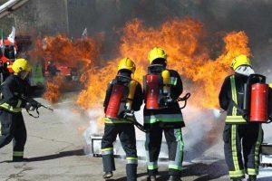 2149571 300x200 مصدومیت آتشنشان ایذهای در عملیات اطفای آتش