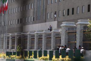2479838 300x200 روایت رئیس دفتر بروجردی، فردی که چهار ساعت در حمله تروریستی در اتاق محبوس بود