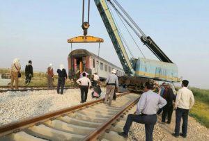 resized 717788 953 e1499844353510 300x203 گرمای شدید هوا در خوزستان علت خروج قطار از مسیر