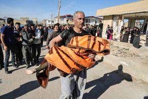 earthquake kermanshah zahab96082205 300x200 نماینده کرمانشاه : به۶۰ درصد از حادثهدیدگان چادر و پتو نرسیده است