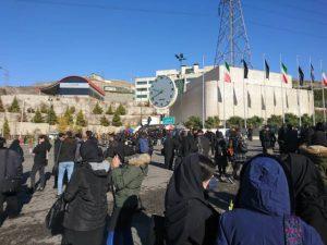 261973 716 300x225 معترضین خواستار استعفای ولایتی و دیگر مسئولین دانشگاه آزاد شدند