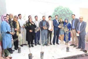 IMG 20190308 WA0051 300x200 مراسم اهداء و کاشت ۳۰هزار نهال به مناسبت روز درختکاری در مناطق کوی مهدیس و کوی اسلام آباد اهواز