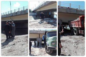 IMG 20190329 WA0019 300x200 اقدامات ضربتی شهرداری منطقه 3 در جلوگیری از پیشروی آب رودخانه به جاده ساحلی شرقی