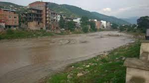 بارگیری 6 300x168 تفکر ادامه روند خشکسالی عامل تعرض به رودخانه ها در استان شد