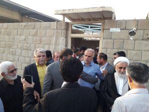۲۰۱۹۰۷۱۶ ۱۹۳۰۴۹ 300x225 بازدید نجار، رئیس سازمان مدیریت بحران کشور از مناطق زلزله زده مسجد سلیمان