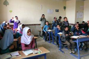93230 300x200 پوشش بیش از ۷۰۰ هزار دانشآموز مناطق سیلزده خوزستان در طرح جامع حمایت روحی روانی