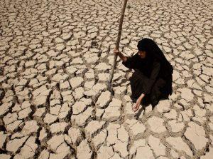 parched earth.jpg.size .custom.crop .873x650 300x223 ۸۵ درصد جمعیت ایران تحت تاثیر خشکسالی