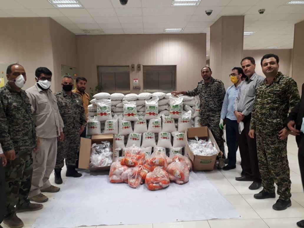 توزیع ۴۰۰ بسته كمك معیشتی و بهداشتی توسط بسیج شركت نفت و گاز اروندان در خرمشهر