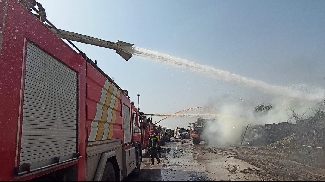 IMG 20200603 WA0087 آتش سوزی در انبار تراورس های قدیمی خطوط ریلی بطور کامل مهار شده است
