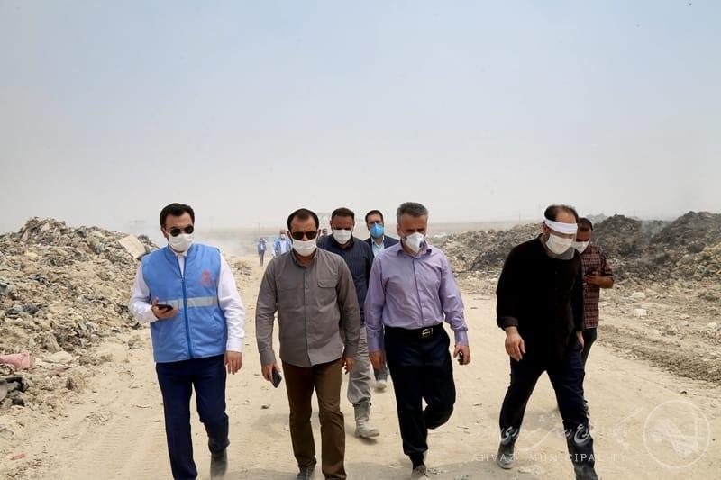 IMG 20200701 WA0039 گزارش تصویری بازدید شهردار اهواز از محل دفن پسماند صفیره در پی آتش سوزی